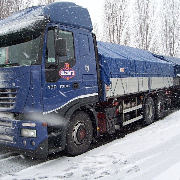 Trailer traveling under the snow