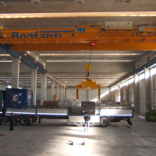 New crane with capacity 450 q.li, at the branch of Orbassano, Turin